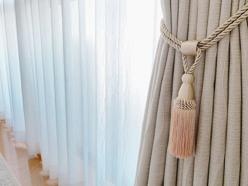 カーテンとカーテンタッセル